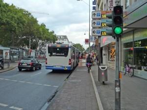 Heumarkt - provisorische Bushaltestelle. Ach, hier gibt es auch Radverkehr??